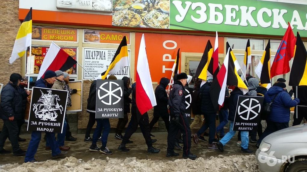 На редеющий «Русский марш» собралось чуть больше полусотни националистов