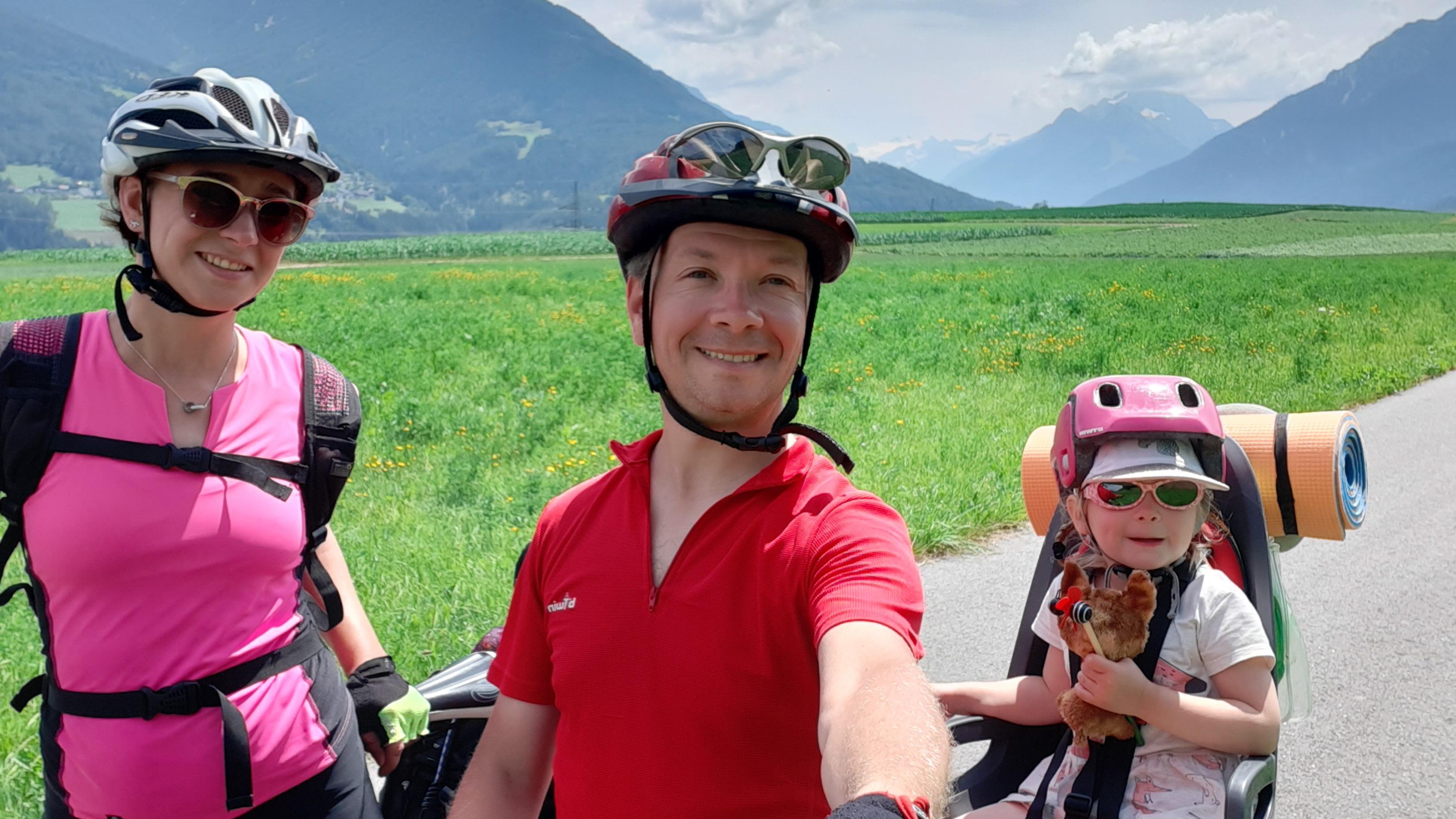 Как я с женой и трехлетней дочкой проехал на велосипеде 700 км по Альпам. Рассказ-инструкция
