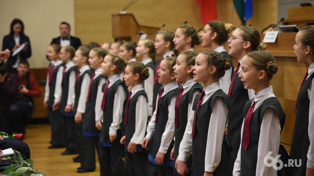 Владимир Путин обяжет школы заниматься патриотическим воспитанием детей