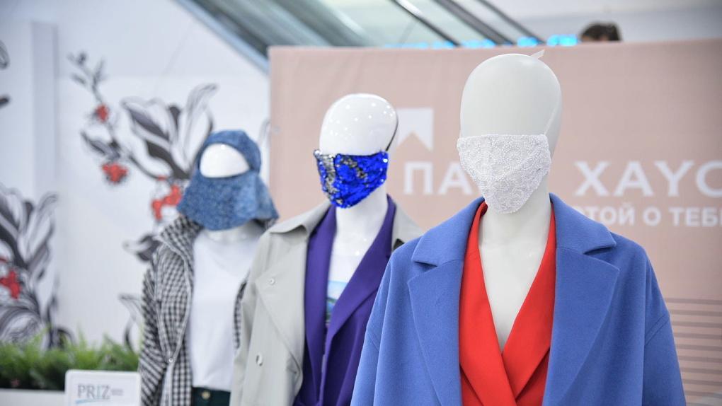 В Екатеринбурге презентовали коллекцию из сотни защитных масок. Где ее посмотреть