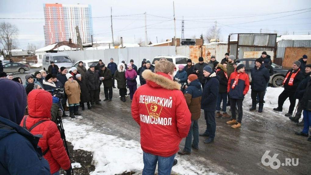 Коммунисты «украли» митинг против мусорных тарифов у своего бывшего однопартийца. Фоторепортаж