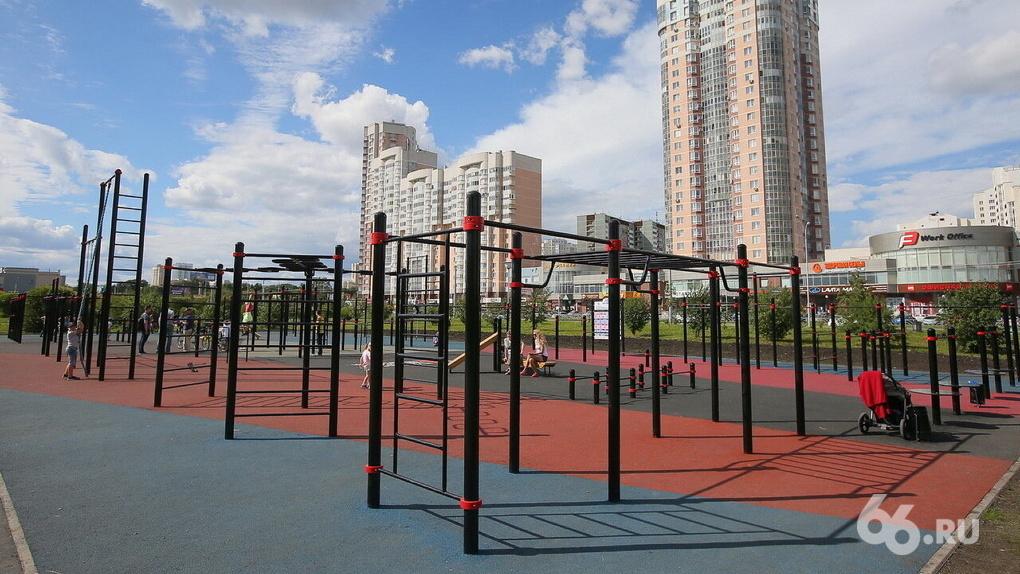 В Екатеринбурге бесплатно починят и построят 14 дворовых спортплощадок. Как попасть в эту программу?