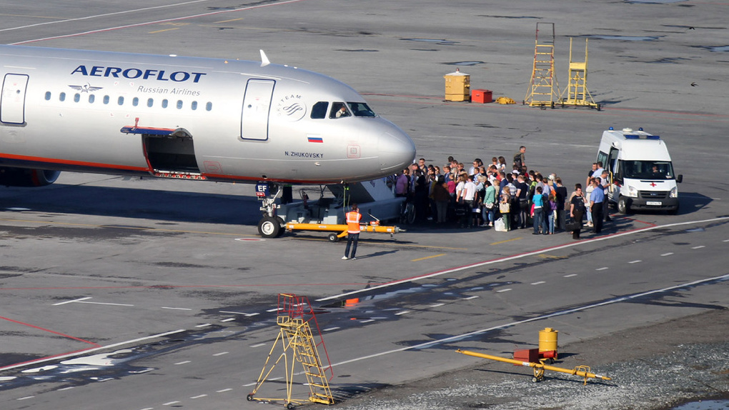 «Аэрофлот» превращается в «Победу»: ручную кладь перед посадкой будут проверять дважды