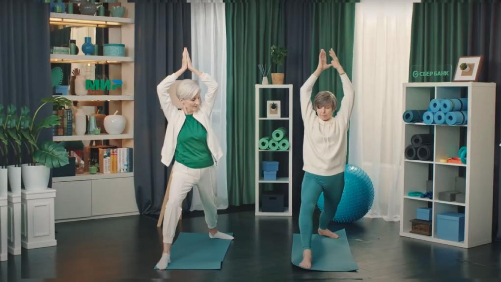 Сбербанк в шоу на YouTube учит пенсионеров из параллельной вселенной готовить семгу и выбирать рестораны