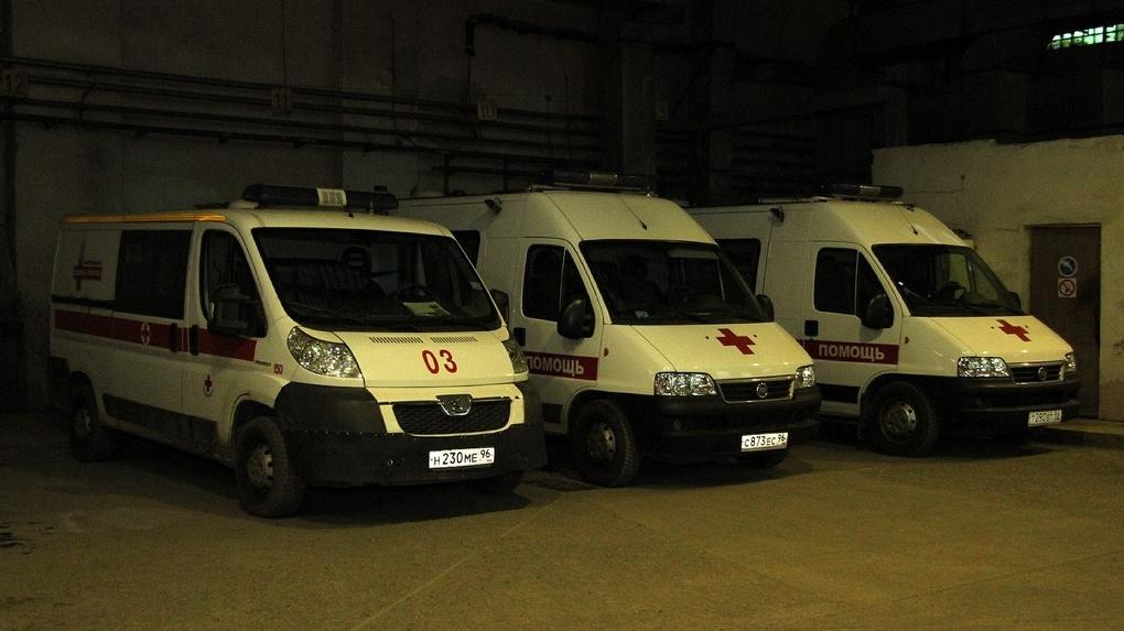 Власти отказали водителям скорой на аутсорсинге в выплатах за коронавирус