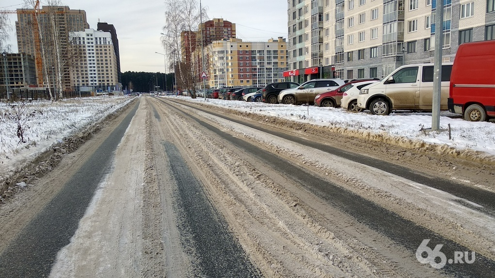 Первый замглавы Екатеринбурга потребовал очистить дороги от снега к 4 ноября. Посмотрите, что получилось