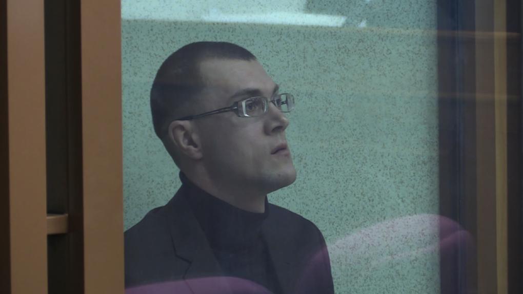 В Екатеринбурге вынесли приговор домашнему насильнику, который зарезал свою супругу в здании суда