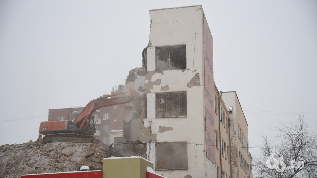 Судебные приставы остановили снос здания ПРОМЭКТа, от которого почти ничего не осталось