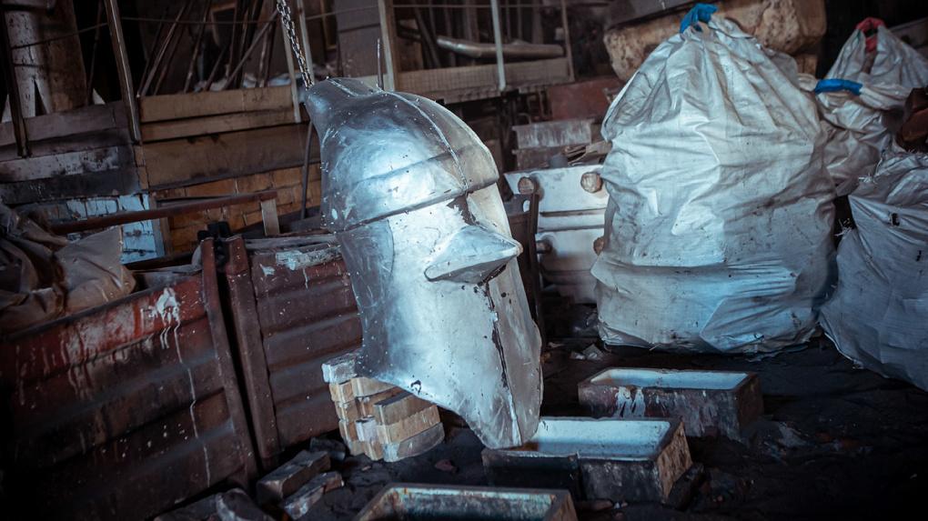 Художник из Екатеринбурга отольет из алюминия трехметрового человека-голубя и повезет его в Европу и США