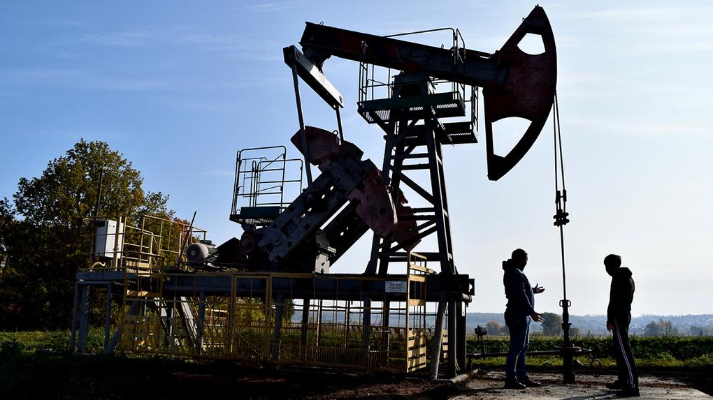 Цены на нефть достигли трехлетнего максимума. Что будет с рублем