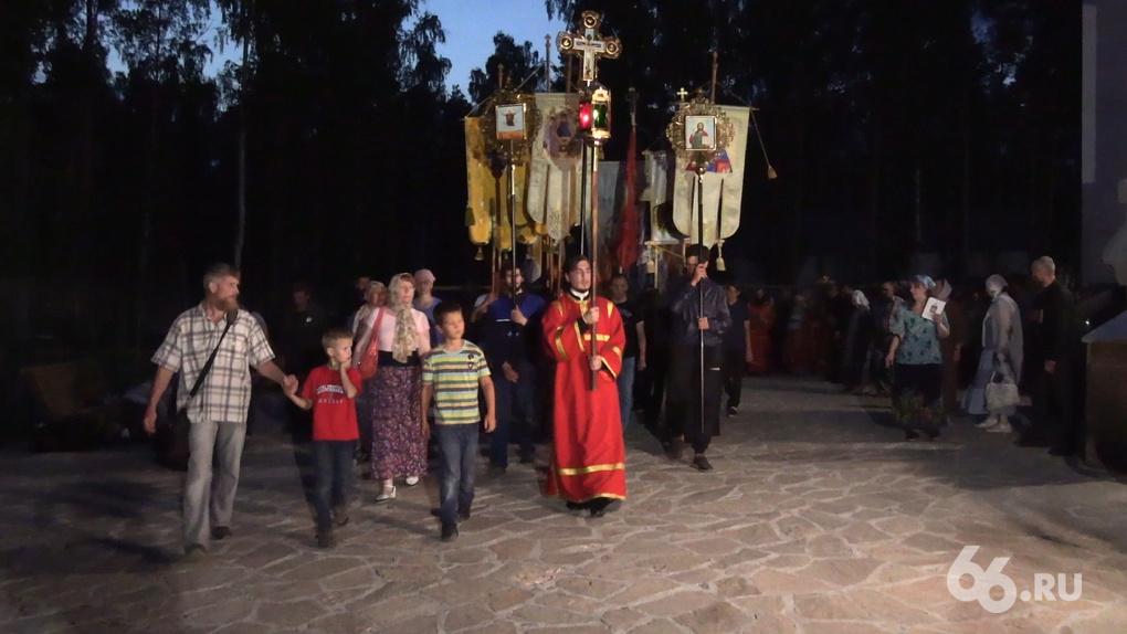 «Владимир Путин, встань со мной рядом!» О чем Сергий говорил с участниками протестного крестного хода