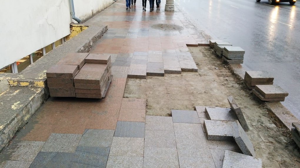 Мэр Высокинский заявил, что откажется от плитки. Но в тот же день потратил на нее еще 47 млн