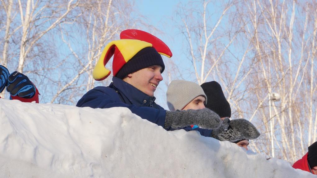 В ЦПКиО штурмом взяли снежную крепость. Фоторепортаж
