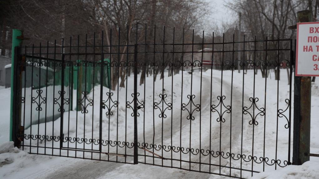 Инфекционную больницу в Перми закрыли на карантин — у пяти врачей подозрения на COVID-19