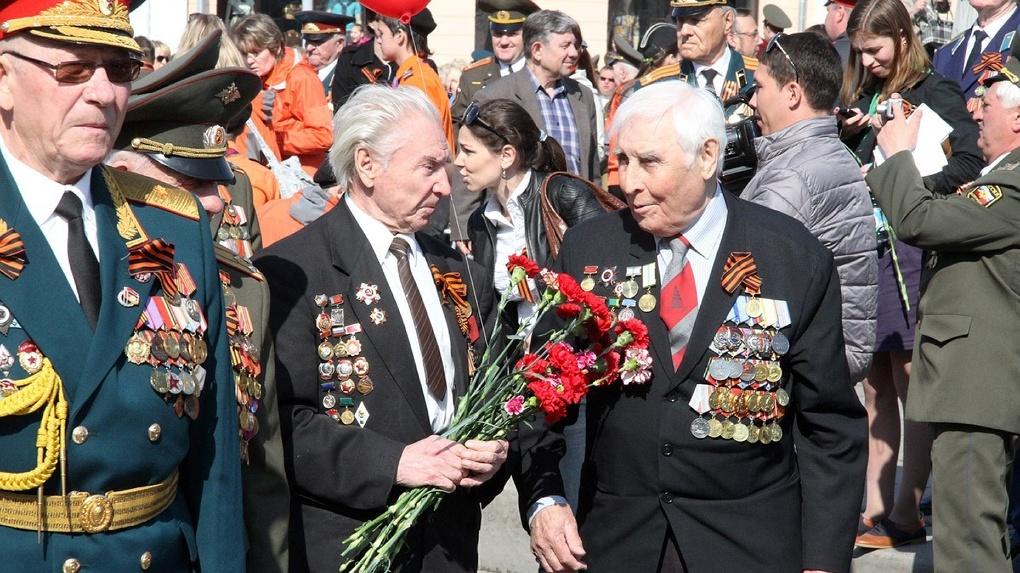 В мэрии Екатеринбурга нашли способ купить подарки ветеранам. Но по очень странной схеме