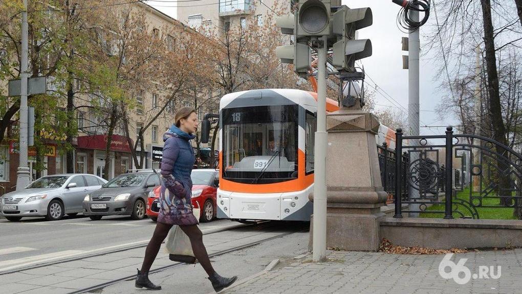 Умный светофор, табло-айфоны и полная слежка: как роботы спасают общественный транспорт Екатеринбурга