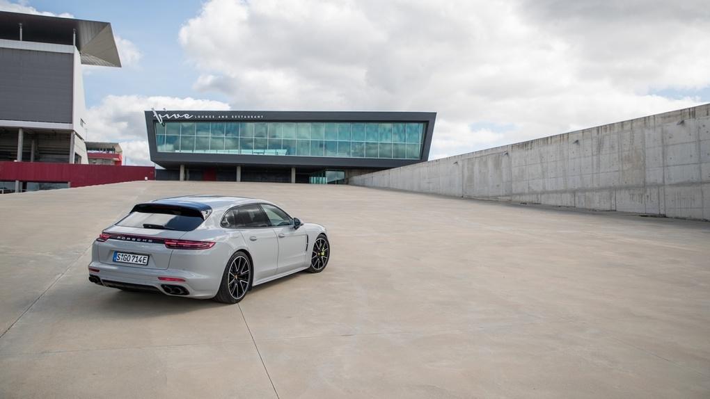 «Я у мамы Илон Маск»: как мы спасали экологию на гибридной Porsche Panamera. Но че-т не спасли