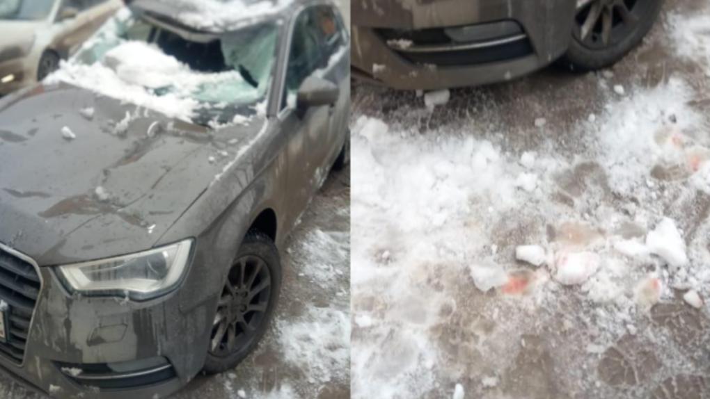 На Уралмаше упавшая с крыши глыба льда смяла автомобиль. Пострадала водитель