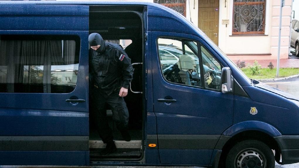 В квартире дома на Автовокзале забаррикадировался мужчина с гранатой