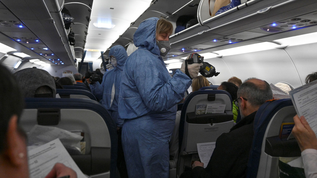 В Екатеринбург спецрейсом вернули 92 туриста из Индии
