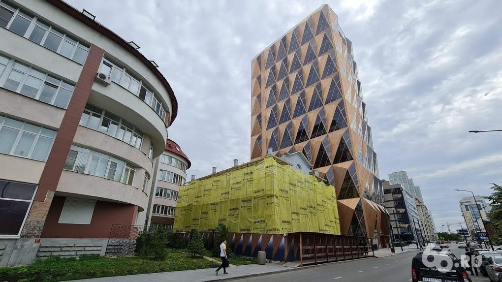 РМК переделывает под свои офисы трехэтажное здание на Горького