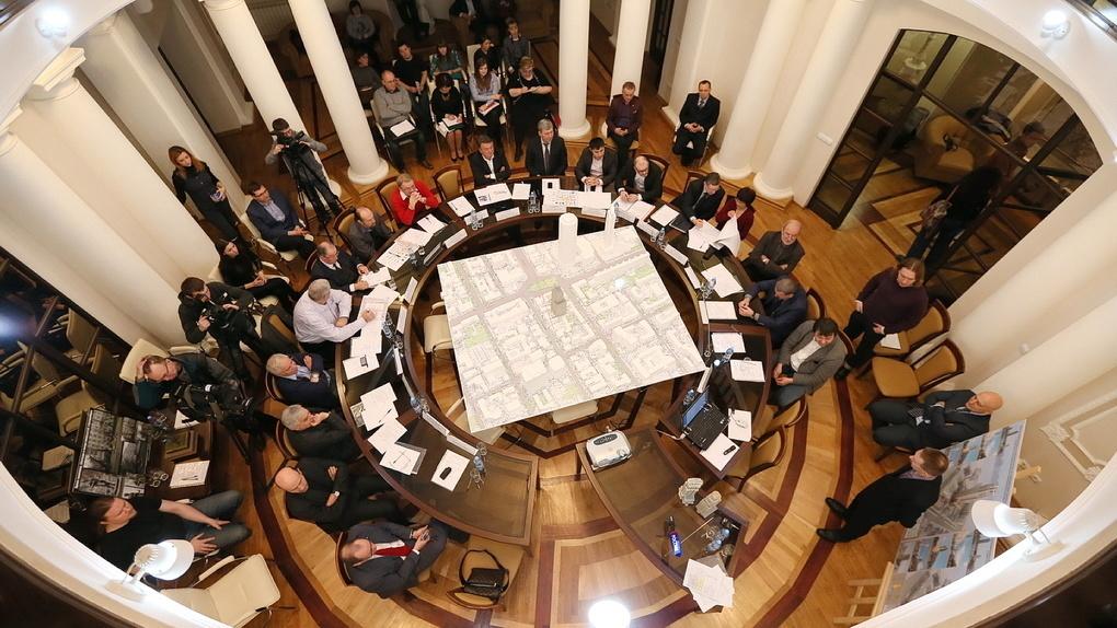 В мэрии Екатеринбурга сформировали новый градсовет. Кого в него не принял Алексей Орлов