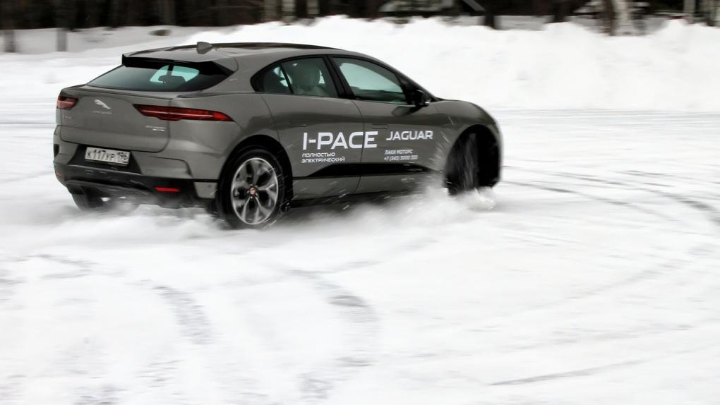 Насколько (бес)полезен электромобиль в России? Разбираем на примере Jaguar I-Pace