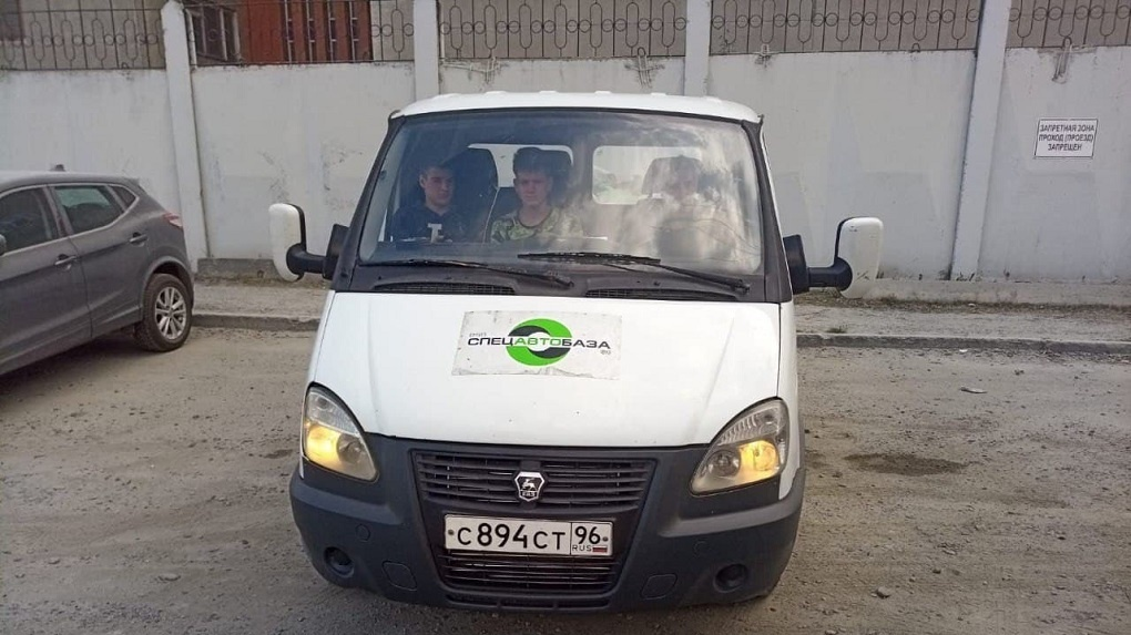Спецавтобаза объявила денежное вознаграждение за видео мусоровозов «серых перевозчиков»