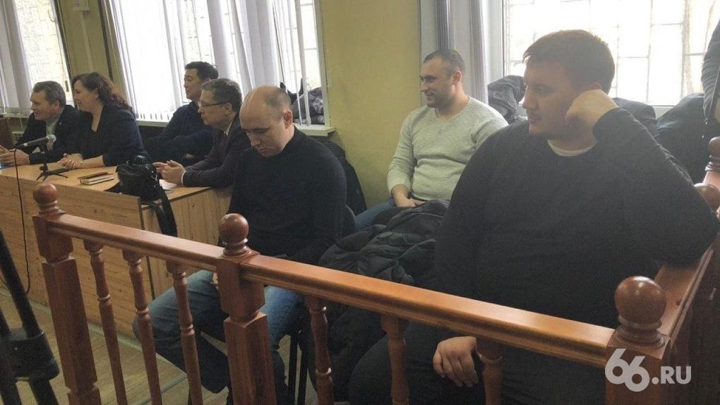 Свердловским полицейским, которых осудили за пытки подростков, отменили приговор
