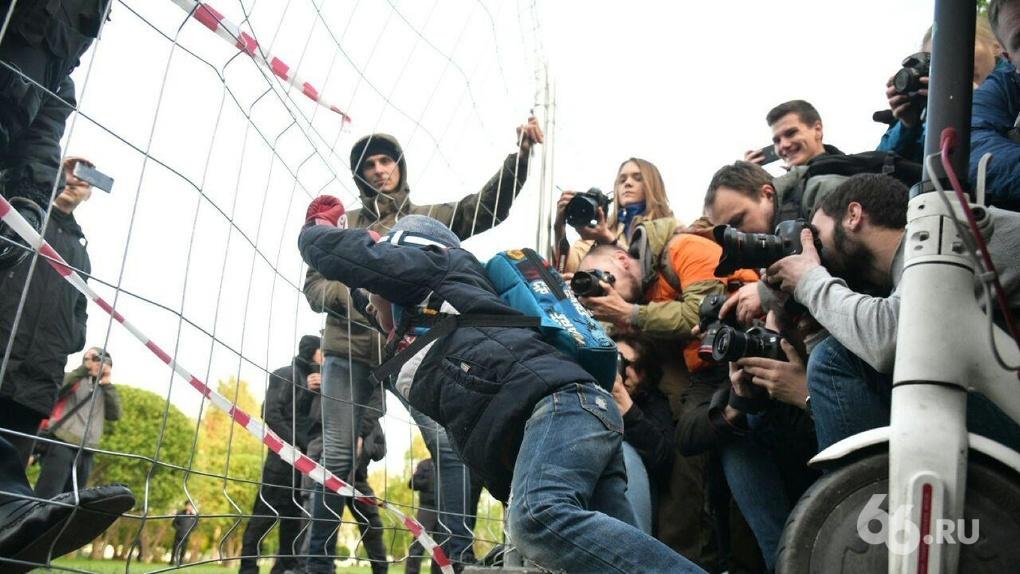 Роскомнадзор потребовал от E1.RU удалить два стрима протестов у Драмтеатра