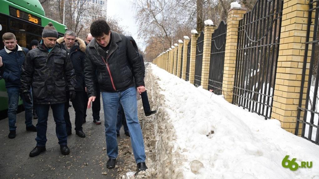 Мэр объявил о массовых увольнениях из-за плохой уборки снега. В отставку отправили главу района
