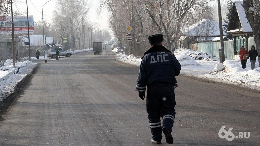 Водители Екатеринбурга слишком активно сдают друг друга: горячая линия ГИБДД стала оружием мести