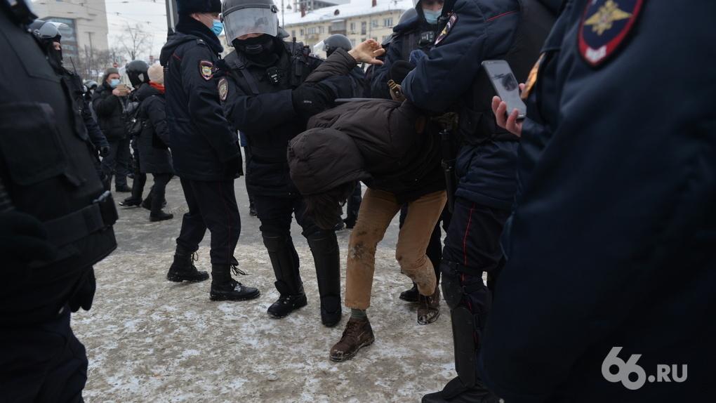 «Мода на судейскую суровость». Протестующих в Екатеринбурге перестали штрафовать, но заставляют работать