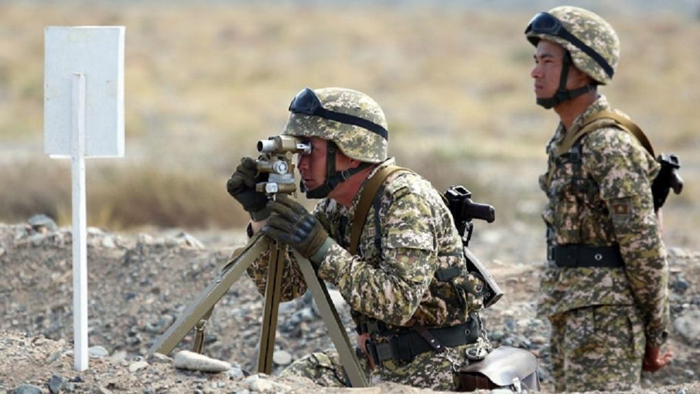 К границам Таджикистана и Киргизии стянули военную технику и начали перестрелку