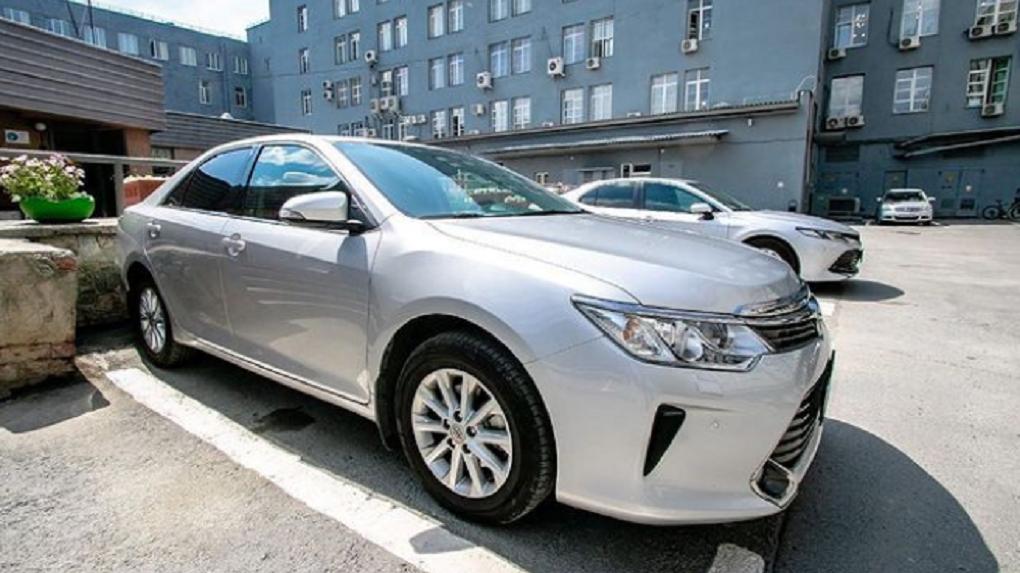Администрация Екатеринбурга отдала 24 машины на борьбу с Covid-19