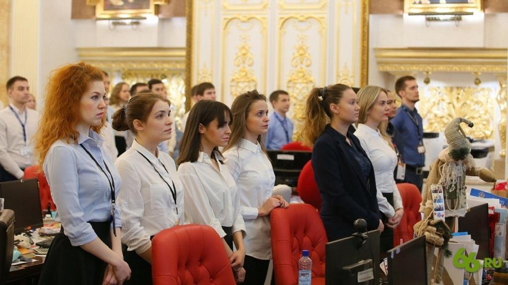 Посмотрите, как Андрей Симановский настроил удаленную работу трех тысяч человек в «Сима-ленде». Видео