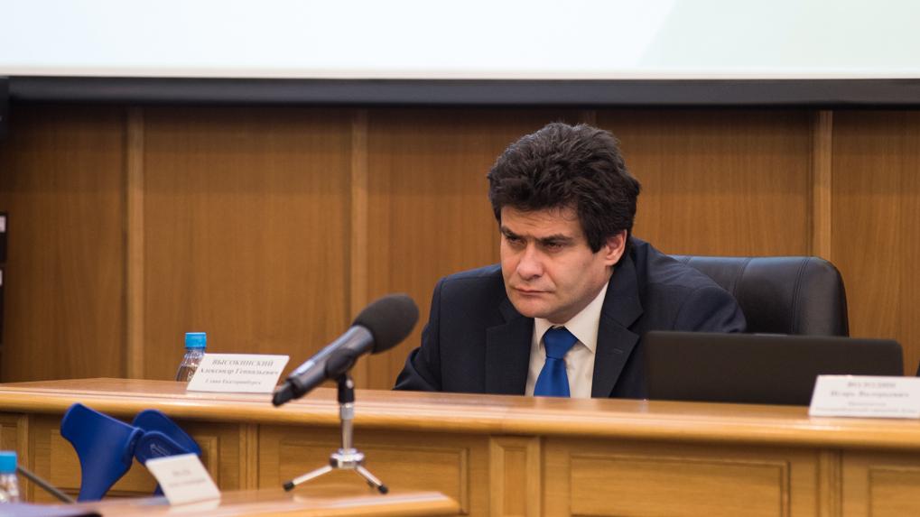Депутаты должны были выдать себе полномочия уволить Высокинского за плохую работу. Но передумали