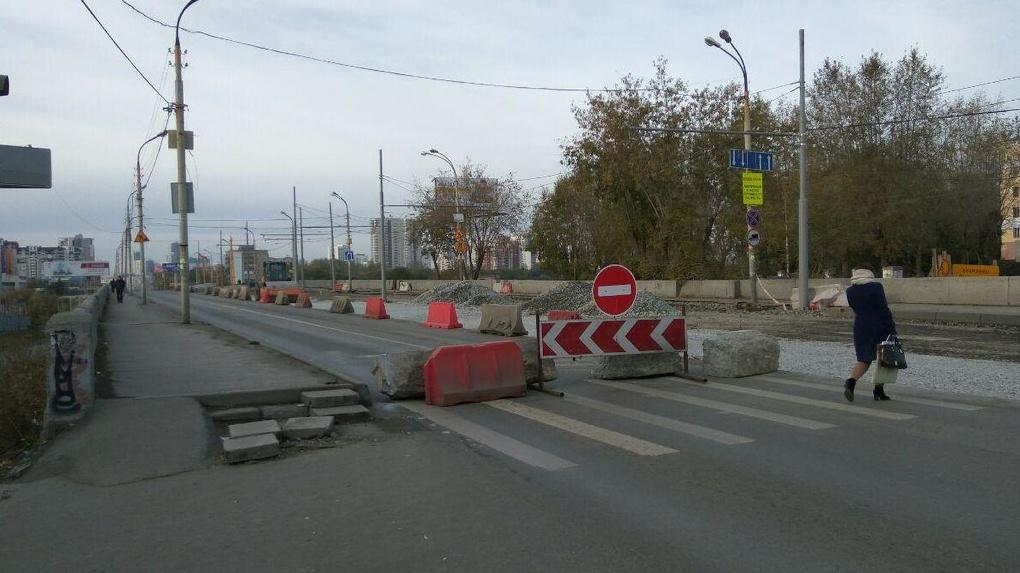 Движение по Макаровскому мосту закрыли для всех. ГИБДД притаилась и ловит неверно развернувшихся