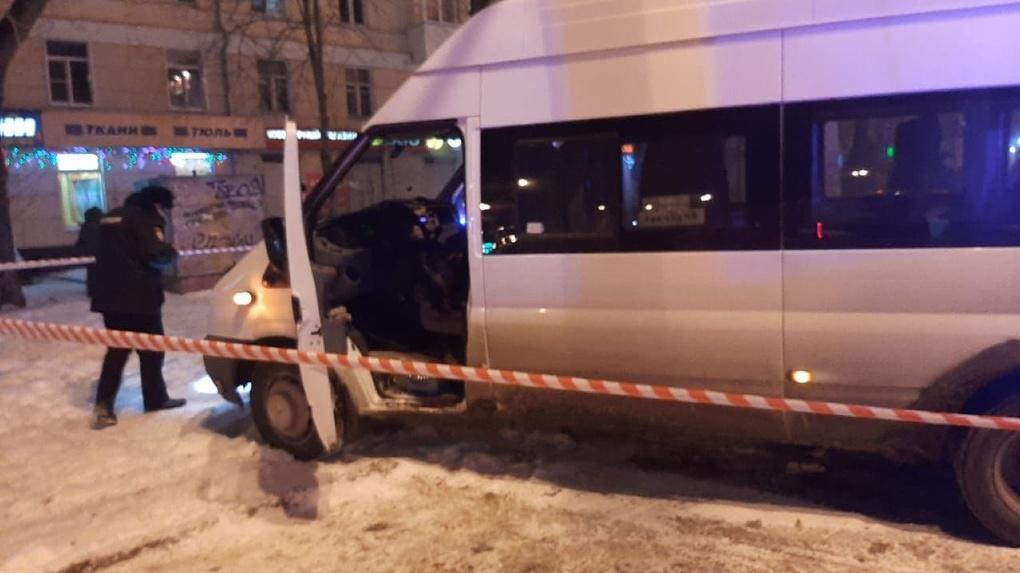 В Екатеринбурге в маршрутке застрелили человека