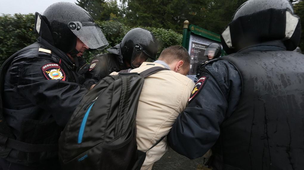 Полиция заплатит штраф случайному прохожему, которого задержали на митинге. Он судился с МВД больше года