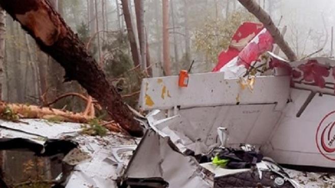 На борту самолета, рухнувшего в тайге, был уральский пилот. Его перевезут в больницу Иркутска