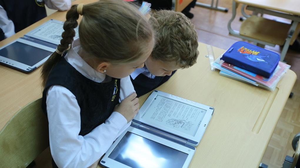Евгений Куйвашев назвал условия для перевода школ на дистанционное обучение