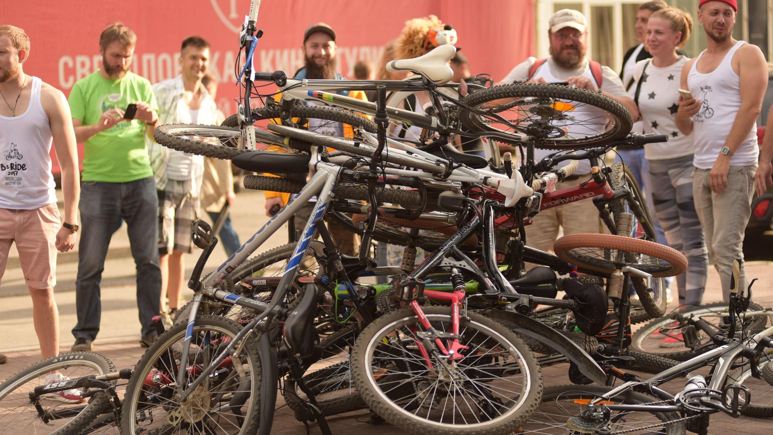 По барам Екатеринбурга в третий раз пройдет алко-вело-пробег. ГИБДД готова ловить нарушителей
