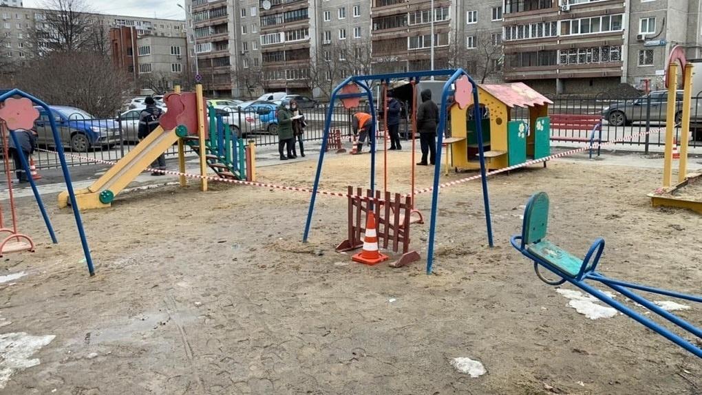 В черном списке энергетиков — 229 дворов Екатеринбурга, жильцов могут лишить детских площадок и парковок