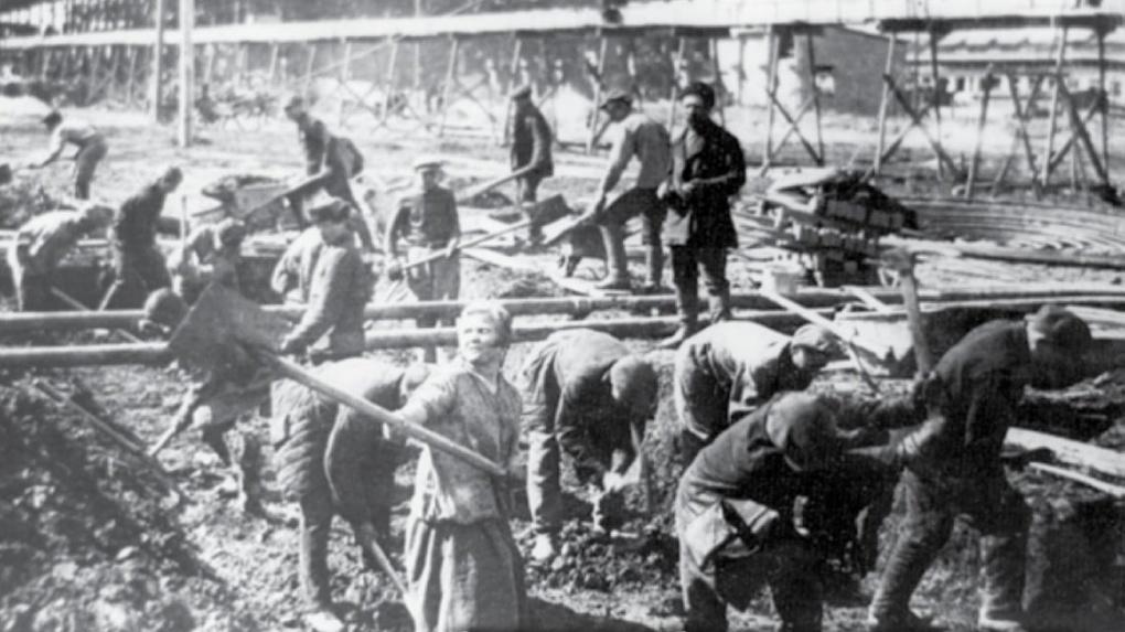 «Уралмашзаводу» — 88 лет. История его строительства в 15 архивных фото