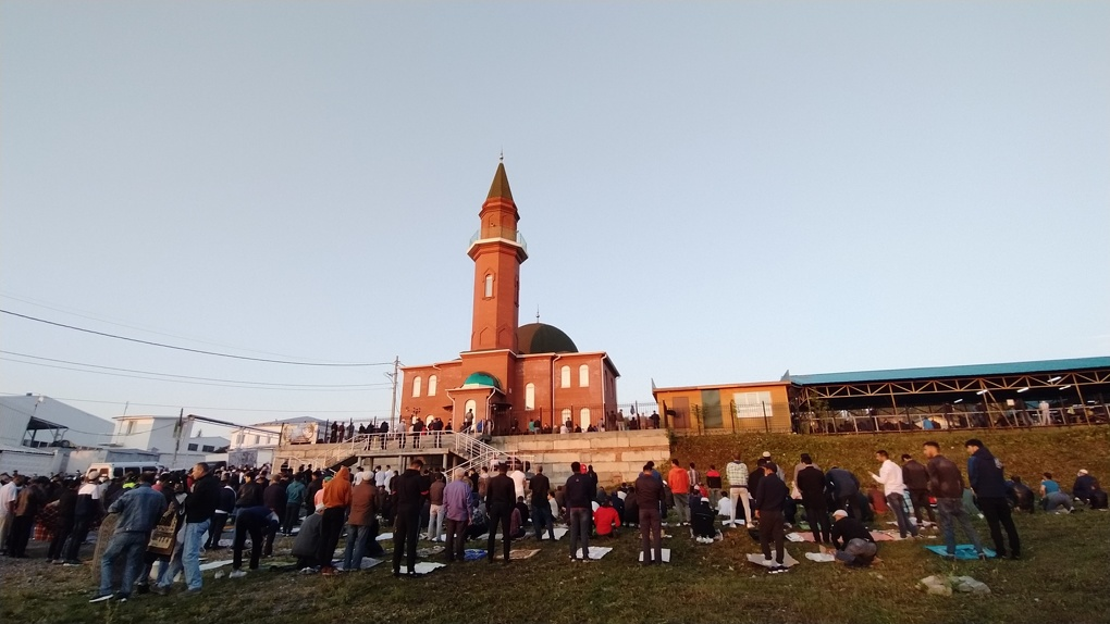 Мусульмане Екатеринбурга проигнорировали рекомендации и пришли на молитву в Курбан-байрам. Фото