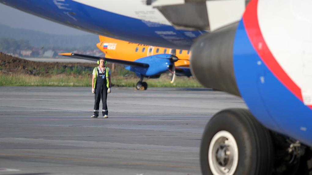 Правительство раздаст три миллиарда авиакомпаниям, которые перевозят пассажиров самолетами SSJ-100