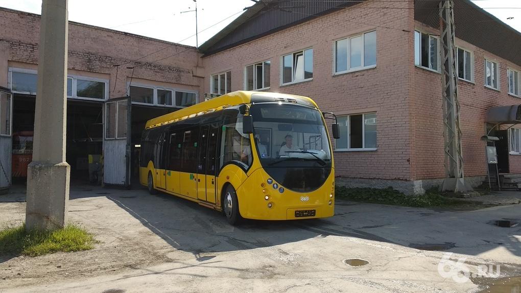 Электробус, который тестировали в Екатеринбурге, уехал в другой город. Мэрия не будет его покупать