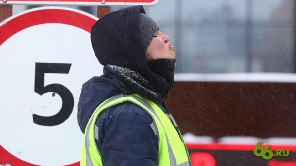 Из-за снегопада Екатеринбург не успеют подготовить к майским праздникам