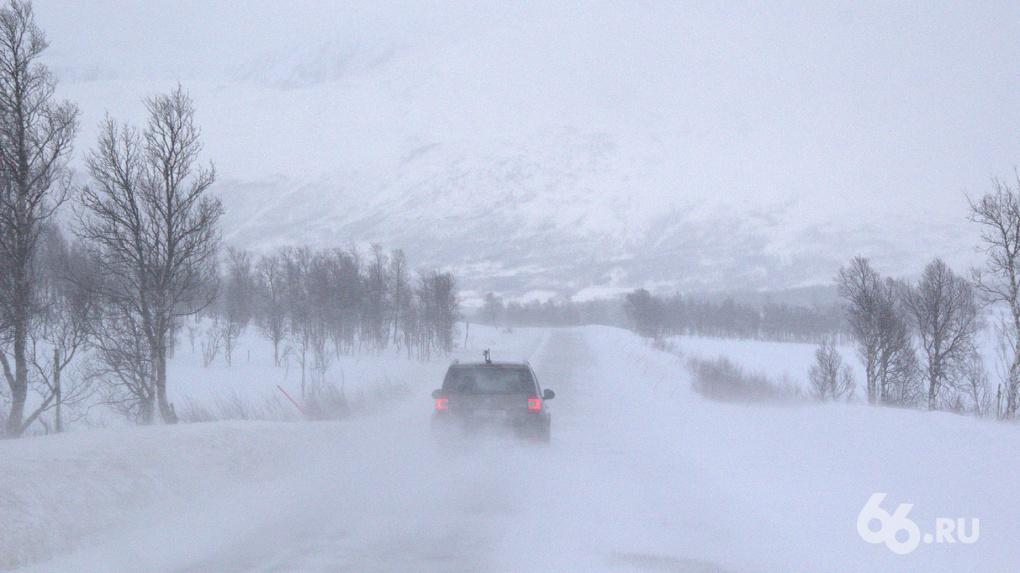На летней резине лучше не выезжать: синоптики предупредили Екатеринбург о сильных снегопадах